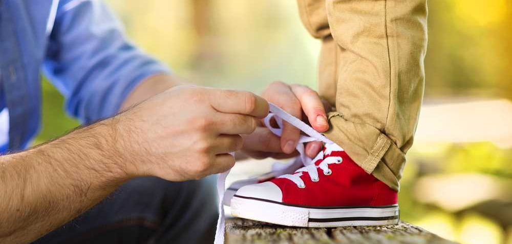 Jak naučit dítěti zavazovat tkaničky