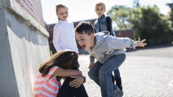 Co dělat, když moje dítě šikanuje druhé