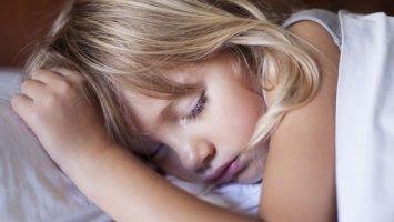 Jak naučit předškoláka spát o samotě