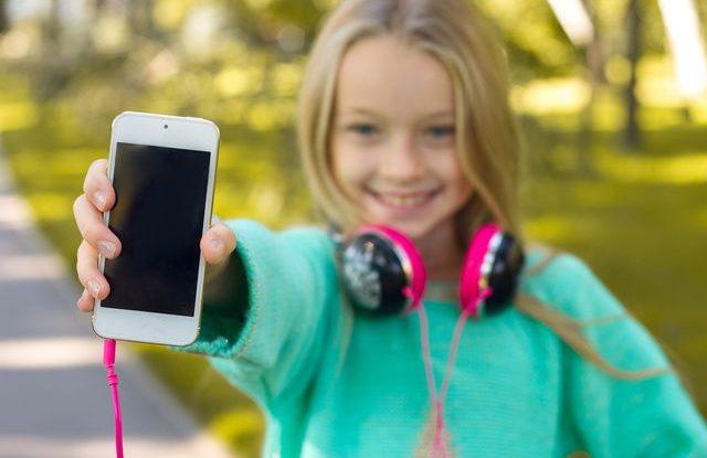 Mobilní telefon pro školáka