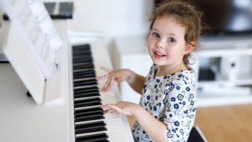Proč je důležité hrát na hudební nástroj